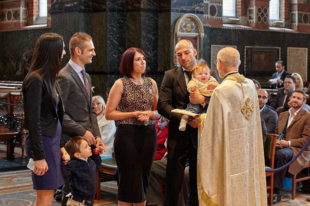 Cum se cuvine să se aleagă naşii la botez şi la cununie?